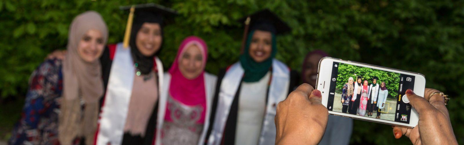 DDEEA 2017 Graduation Friends in a Line (77)