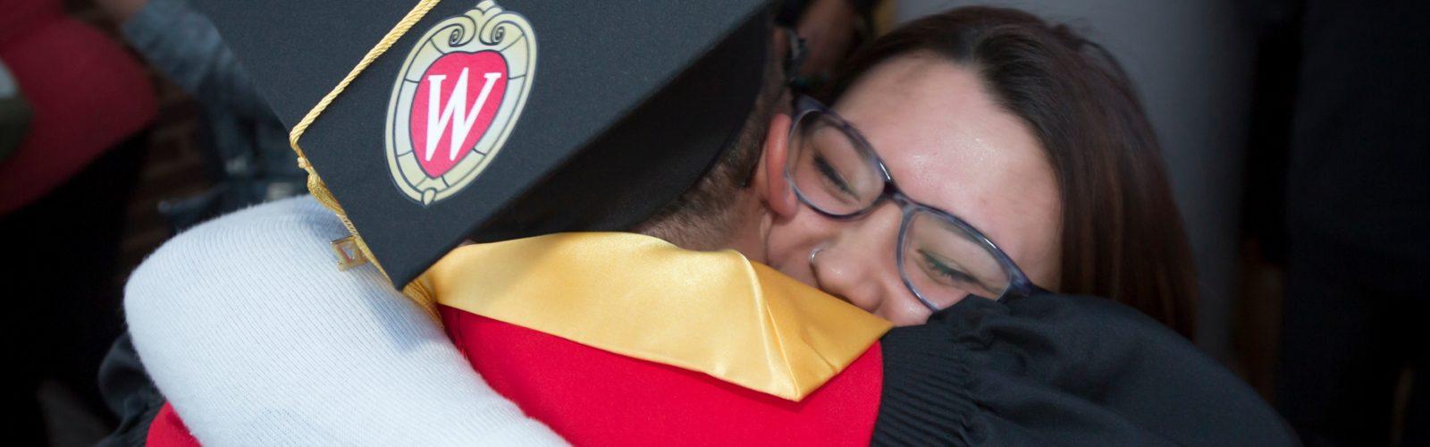 DDEEA 2017 Graduation The Hug (74)