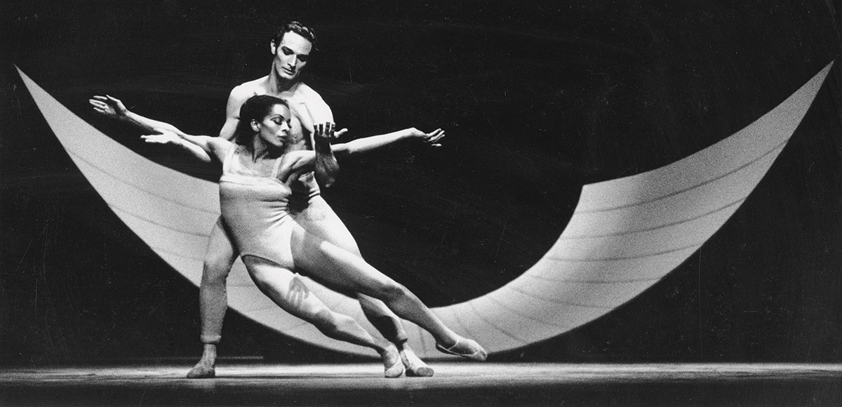 Hinkson performed with Scott Douglas in Ricercare in 1966. After leaving the UW, she became one of the nation's leading dancers. JACK MITCHELL/GETTY IMAGES