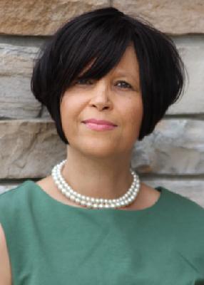 Headshot of Leslie Petty